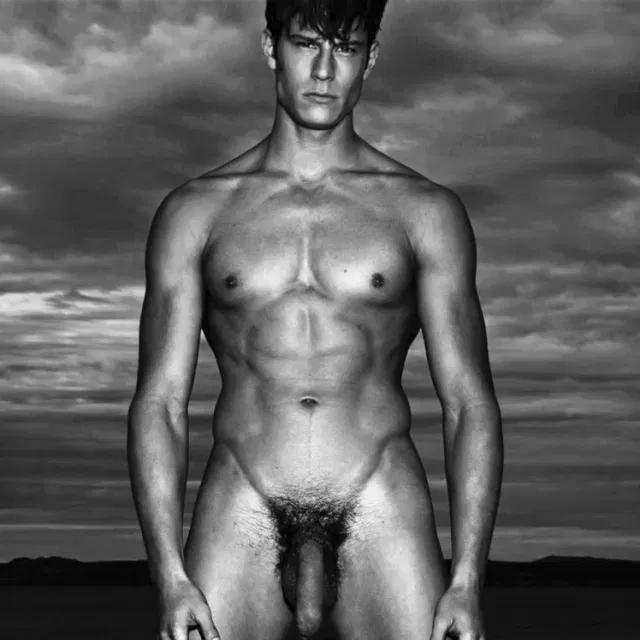 Model Eian Scully nude photos